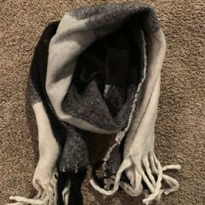 Like new AEO Plaid Soft Blanket Scarf